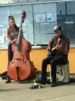 market-music-duo